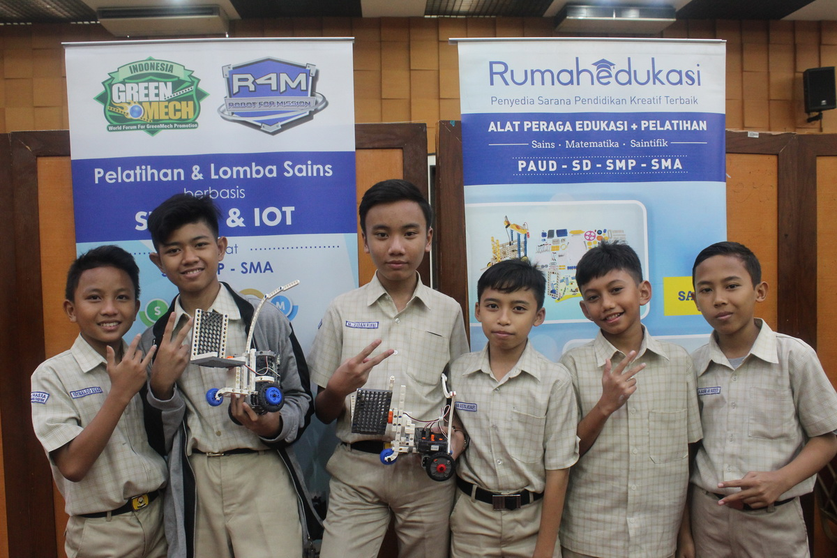 Kompetisi R4M (Robot For Mission)